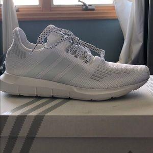 White Adidas sneakers 👟